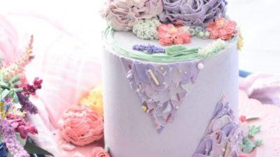 Женщину удивило, что за торт ко дню рождения её дочери кто-то заплатил. Прочитав записку от щедрого незнакомца, она расплакалась