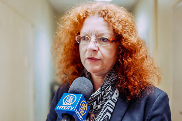 Депутат партии «Зелёных» Маргарет Бауз дает интервью телеканалу NTDTV в октябре 2019 года. Zhang Qingyi/The Epoch Times   Epoch Times Россия