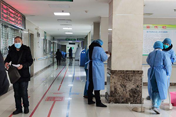 Медицинский персонал стерилизует главное здание больницы Цзиньиньтань в Ухане, Китай, 22 января 2020 года. Getty Images   Epoch Times Россия