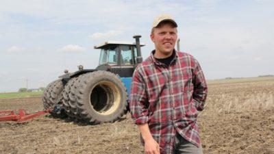 (Видео) Фермер поблагодарил всех медиков. Но увидеть это дано не каждому