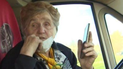 81-летняя блокадница во время карантина развозит продукты по домам нуждающихся. Потому что по-другому жить не умеет