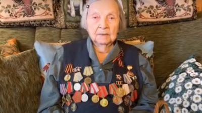 (Видео) 100-летний ветеран из Англии вдохновил 98-летнего ветерана из России обратиться к людям с просьбой