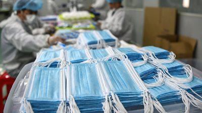 Власти Китая скупают маски и защитные костюмы перед второй волной эпидемии?