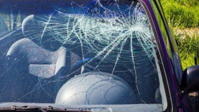 (Видео) На трассе один водитель подрезал другого. Закончилось всё битьём стёкол. Во имя спасения жизни!