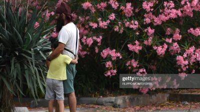 Отца нервировало, что за ним с дочкой так пристально наблюдают. Но когда узнал причину, не смог сдержать слёз