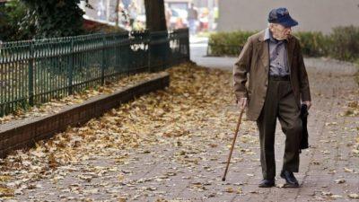 Ради милой семейной традиции 93-летний дедушка во время пандемии рискнул пойти в магазин. Он не мог огорчить свою старушку