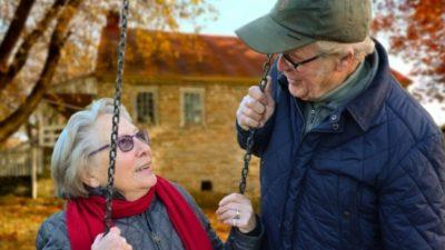 (Видео) 76-летний муж устроил жене сюрприз. Опасный для её возраста, но трогательный!