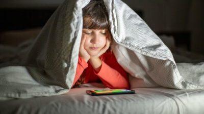 2-летняя девочка привыкла молиться с родителями перед сном. Однажды они забыли это сделать…