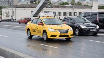 Московский таксист спас девушку от насильников. Она писала ему через приложение