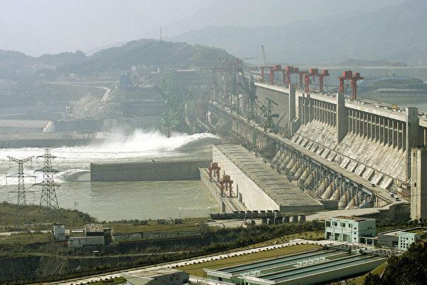 Плотина «Три ущелья». LIU JIN/AFP/Getty Images | Epoch Times Россия