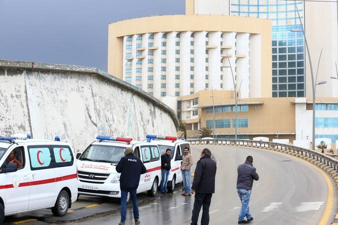 Отель  Koronthia в Триполи после взрыва возле него автомобиля и гибели людей, Ливия, 27 января, 2015 год. Фото: MAHMUD TURKIA/AFP/Getty Images | Epoch Times Россия