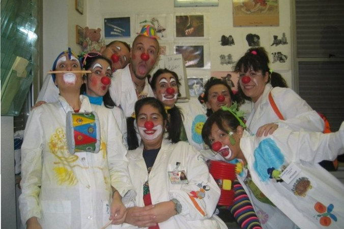 Группа докторов-клоунов больницы Bambin Gesù в Италии, 2005 год. Фото: Kurosawa/ru.wikipedia.org/CC BY-SA 3.0   Epoch Times Россия
