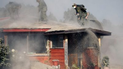 Вулкан Кальбуко снова выбросил столб пепла и газа (видео)