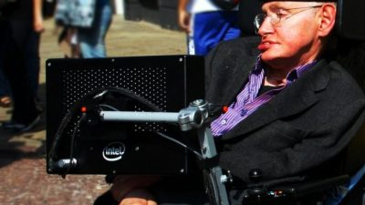 Стивен Хокинг ушёл из жизни на 77 году жизни. А врачи пророчили, что не доживёт до 25