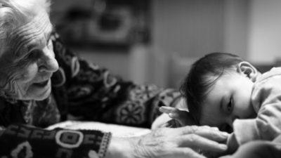 91-летняя бабушка написала для себя записку, которая так и кричит о любви к 3-летнему правнуку!