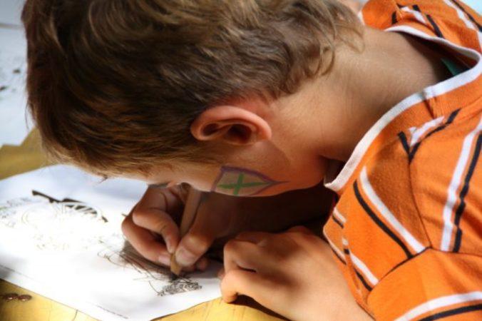 Учителя ругали 9-летнего мальчишку за рисование на уроках, а он получил признание и работу!