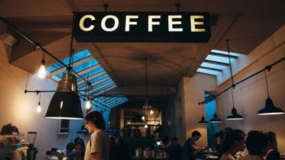 Хозяйка кофейни на день закрыла своё заведение и пошла работать к конкуренту! Но не для того, чтобы вызнать его бизнес-секреты