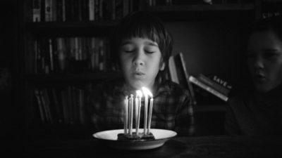 (Видео) Последний подарок умершего отца растрогал сына. Ведь об этом подросток мечтал с трёх лет