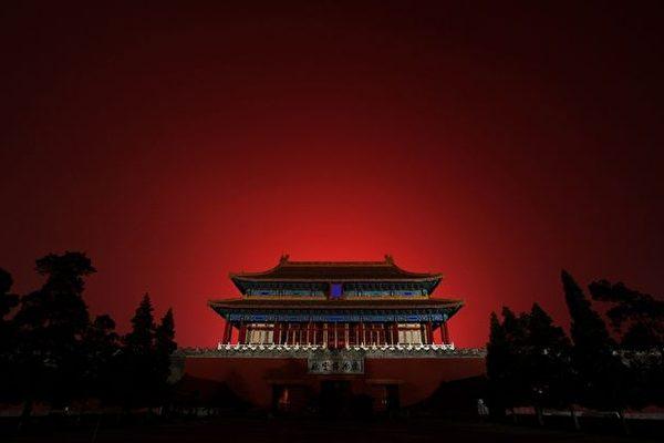 Фейерверки освещают небо над Запретным городом во время церемонии открытия Олимпийских игр 2008 в Пекине, 8 августа 2008 года. Quinn Rooney/Getty Images   Epoch Times Россия