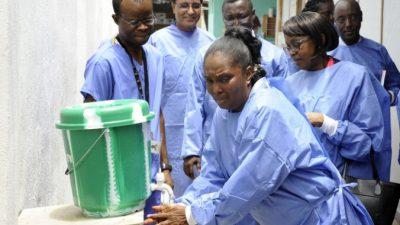 Четыре литра воды снижают риск смерти от Эбола