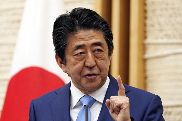 Премьер-министр Японии Синдзо Абэ выступает на пресс-конференции в Токио, 4 мая 2020 года. EUGENE HOSHIKO/POOL/AFP via Getty Images | Epoch Times Россия
