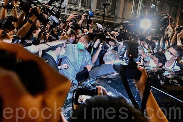 Примерно через 40 часов после ареста Джимми Лая освободили под залог. Song Bilong/The Epoch Times   Epoch Times Россия