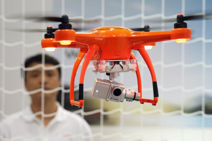 Мультикоптер дрон на выставке  в Ганновере, Германия. Фото:  Sean Gallup/Getty Images | Epoch Times Россия