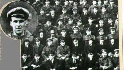 Фото с призраком: умерший солдат фотографируется с сослуживцами