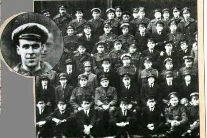 На увеличенной части снимка Королевских военно-воздушных сил Великобритании, сделанном в 1919 году, над головой солдата появилось лицо призрака. Фото: Wikimedia Commons   Epoch Times Россия