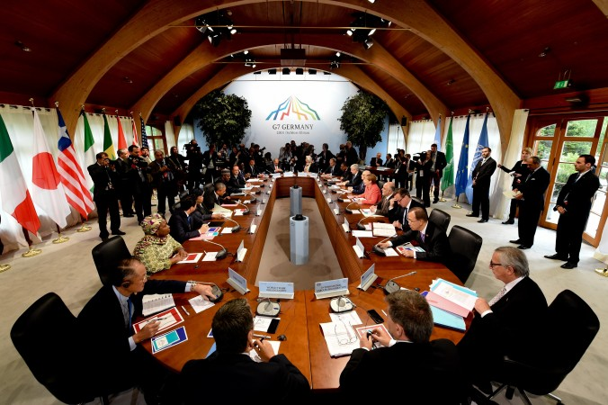 Встреча лидеров стран на второй день саммита G7 в замке Эльмау недалеко от Гармиш-Партенкирхен, на юге Германии, 8 июня 2015 года. Лидеры G7 высказали своё неприятие захвата китайским режимом территорий в Южно-Китайском море. Фото: Sven Hoppe/AFP/Getty Images | Epoch Times Россия