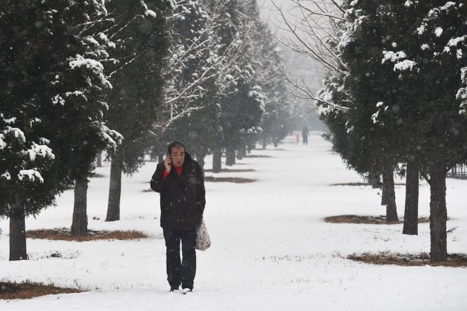 Провинциальные китайские власти не посчитали наличие снега достаточным основанием, чтобы включить обогреватели в доме престарелых. Фото: Greg Baker/AFP/Getty Images   Epoch Times Россия