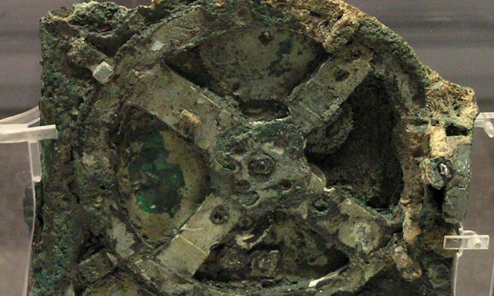 Механизм Antikythera - это механическое устройство, которому 2000 лет, и оно использовалось для расчета положения Солнца, Луны, планет и даже дат древних Олимпийских игр. (Wikimedia Commons)   Epoch Times Россия