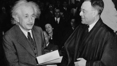 Учёные, оспорившие теорию Эйнштейна о гравитации