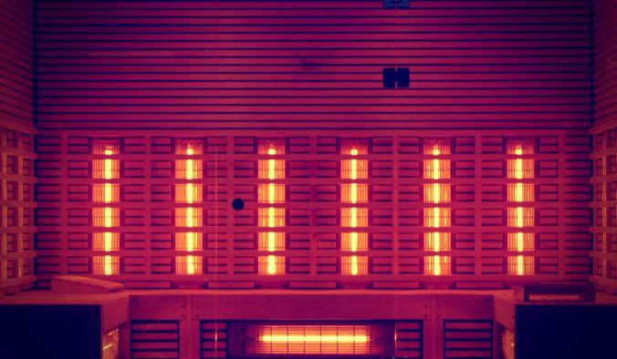 В инфракрасной сауне для нагревания тела используется свет определённой длины волны. И этим они отличаются от обычных саун. Фото: solskin/pixabay/СС0 public domain | Epoch Times Россия