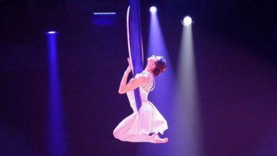 Акробат сделал предложение девушке во время циркового представления!