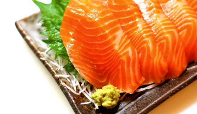 Продукты, содержащие много омега-3 жирных кислот — это жирная рыба, семена льна, семена чиа, льняное масло и грецкие орехи. Фото: Yumi Kimura/flickr/CC BY-SA 2.0   Epoch Times Россия