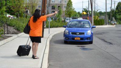В Душанбе появилось женское такси