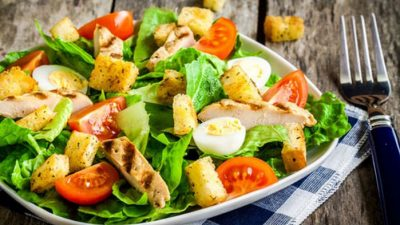 В честь кого назвали салат «Цезарь»?