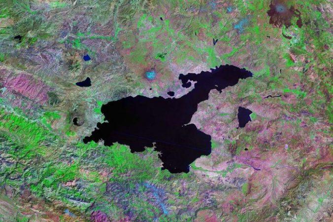 Вид из космоса на озеро Ван в Турции. Фото: Lakevanlandsat/Wikipedia Commons/public domain | Epoch Times Россия