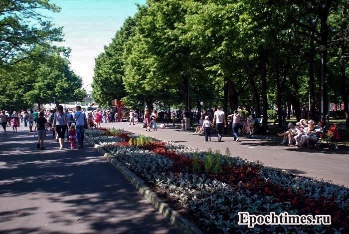 В Москве прошёл «человечный» митинг в защиту парков