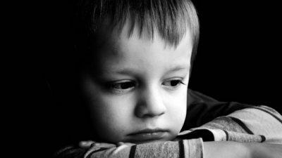 Маленький ребёнок без труда определяет эмоции взрослых