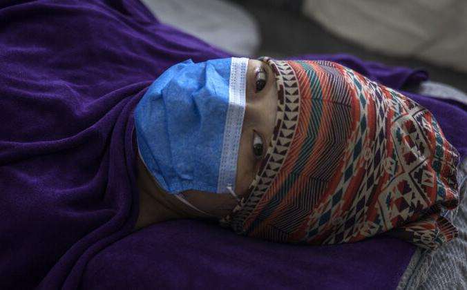 Пациентка частной акушерской больницы в Ухане, Китай, 24 февраля. 2020г. Getty Images | Epoch Times Россия