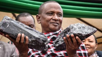 Фермер нашёл драгоценные камни на миллионы долларов. Теперь рядом с его домом будет школа!