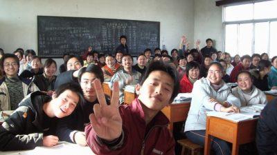 23-летнего учителя все принимают за ребёнка. Но он с этим отлично справляется!