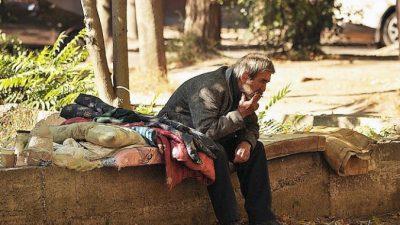 Женщина 10 лет фотографировала бездомных и нашла среди них отца