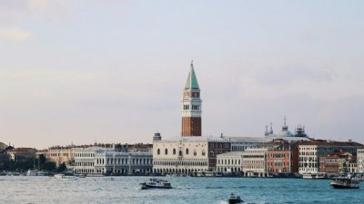 Венецианский кинофестиваль встречает гостей (видео)