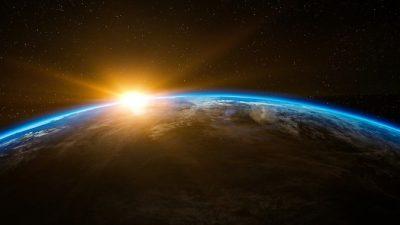 Противостояние Земли и Солнца за счёт смены магнитных полюсов