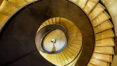 Бетонная лестница — красота и надёжность в вашем доме