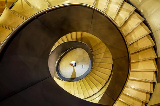 vintovaya lestnitsa 1 676x450 1 - Бетонная лестница — красота и надёжность в вашем доме
