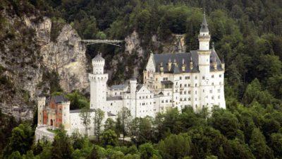 14 сказочных замков по всему миру